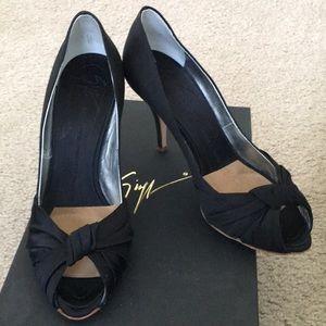 Giuseppe Zanotti black velvet peep toe size 7